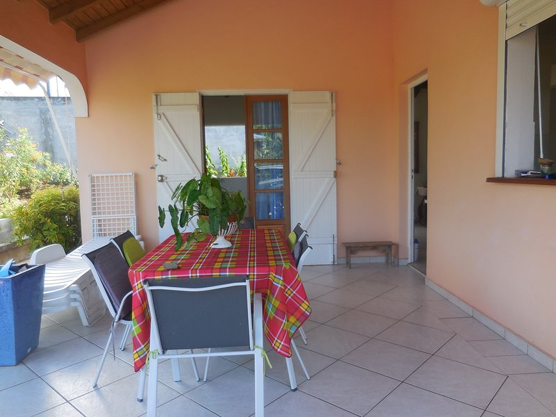 Nice house with garden & terrace, holiday rental in Sainte-Anne
