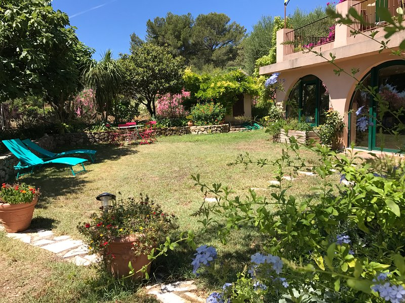 LA BASTIDE DAMBRINE, vacation rental in Sanary-sur-Mer