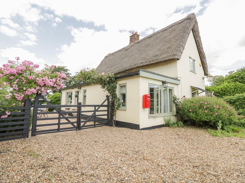 Waveney Cottage, Harleston, holiday rental in Flixton
