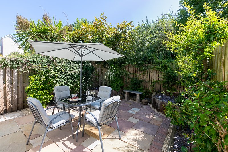 Honeysuckle Cottage, Lelant, St Ives - Sleeps 4 -Pet Friendly -Parking for One, location de vacances à Lelant
