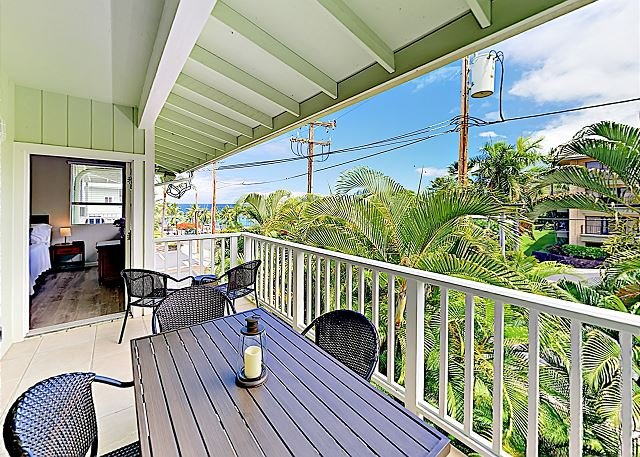 Stylish Ocean-View Apartment with Pool & Spa | Walk to Kahalu'u Beach Park, holiday rental in Kailua-Kona