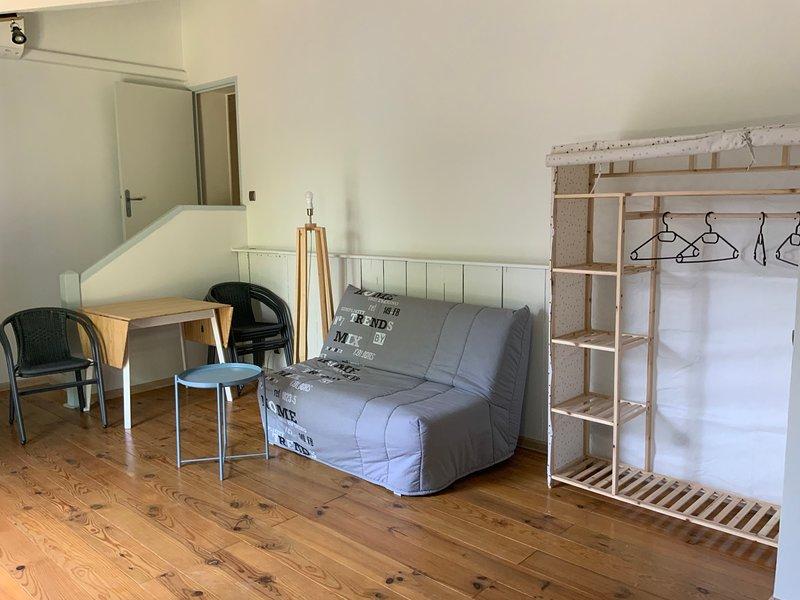 Nice studio with shared pool & Wifi, holiday rental in Raphele-les-Arles