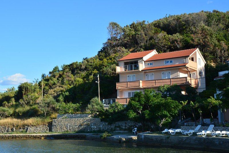 Three bedroom apartment Supetarska Draga - Donja, Rab (A-17201-b), holiday rental in Kampor