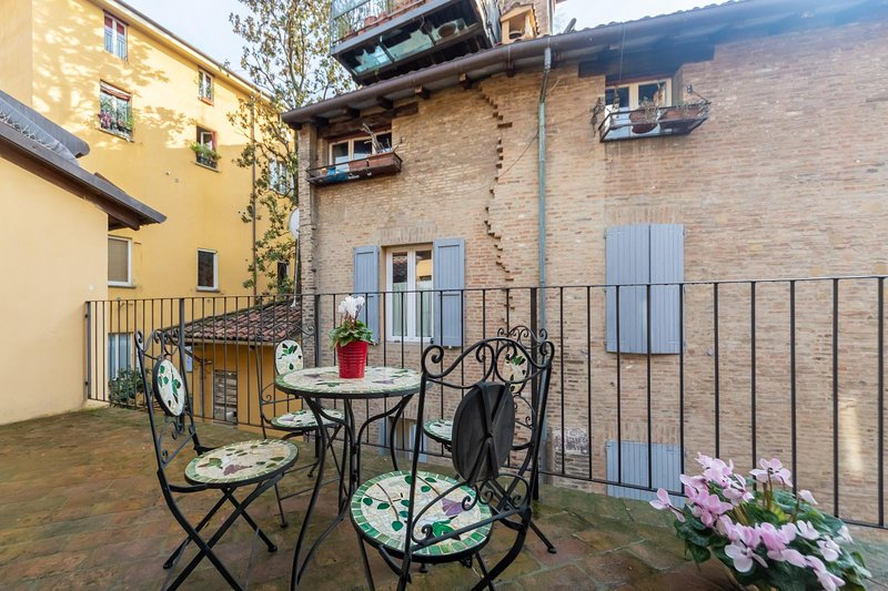 Falegnami Suites-Appartamento con Terrazza, holiday rental in Monte San Pietro