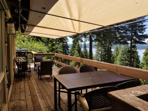 Faulkner-Lake View Home in Lake Almanor Country Club, location de vacances à Westwood