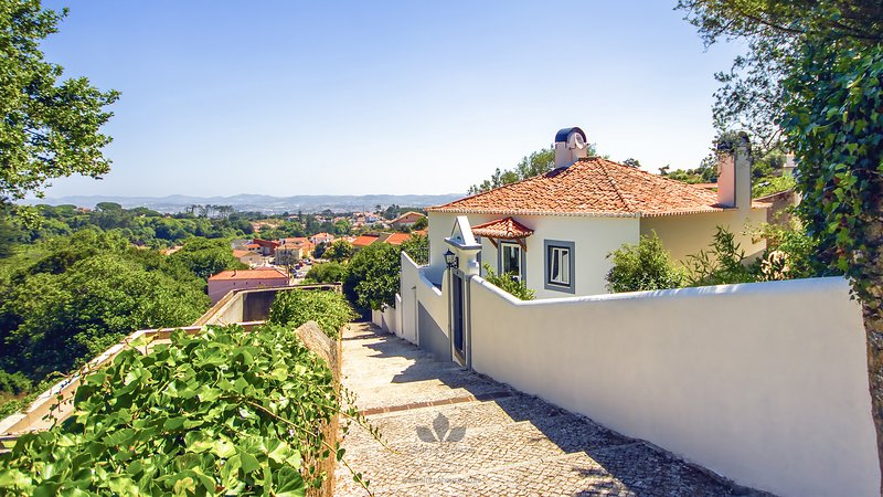 Villa Maria - close to Pena Palace - Sintra, vacation rental in Sintra