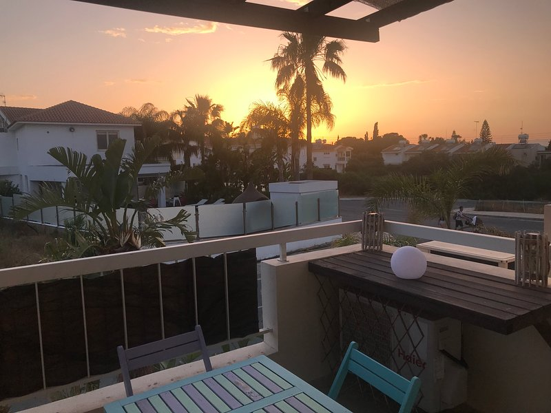 Andros Apartment in Kapparis with 2 pools, gym and tennis courts., holiday rental in Dherinia