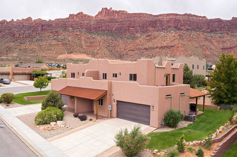 SG2 | Huge Wrap-Around Patio and Near Arches National Park., vacation rental in Moab