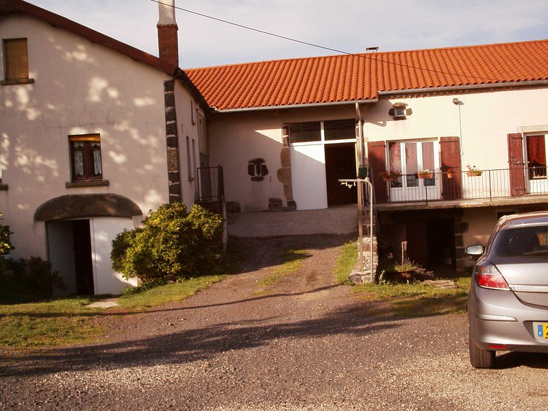 Big house near the beach & Wifi, vakantiewoning in Lachapelle-Graillouse