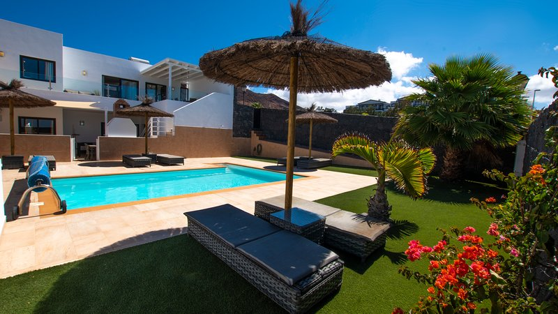 VILLA SEA DREAMS AMAZING SEA VIEWS AT THIS FAMILY VILLA, vacation rental in Playa Blanca