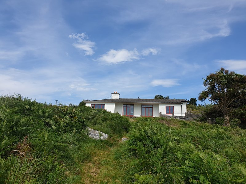 Salmon Cottage - Salmon Cottage is a family home with beautiful views of Cashel, holiday rental in Cashel