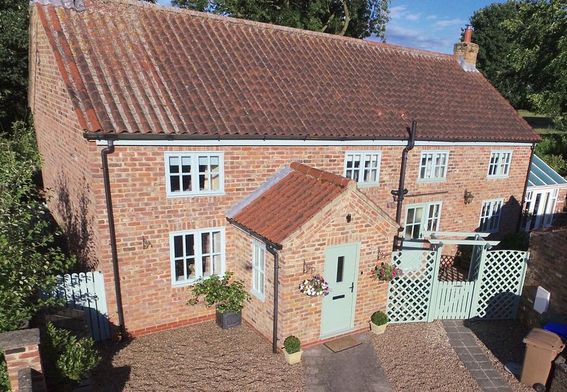 5* Luxury Self Catering Cottage situated on the Wolds Way & close to York, casa vacanza a Fimber