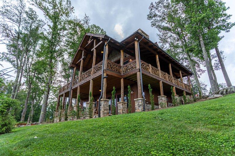 Lazy Bear Cabin at Eagles Nest, holiday rental in Banner Elk
