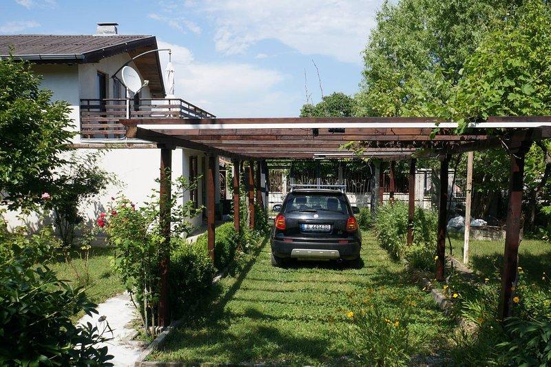 Villa d'été avec un beau jardin