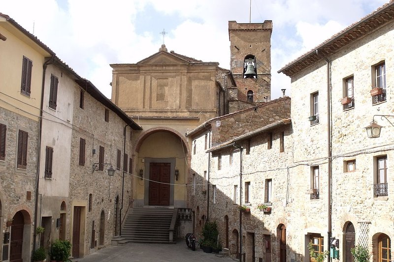 A Peaceful Oasis in a Medieval Italian Village, holiday rental in Rivalto