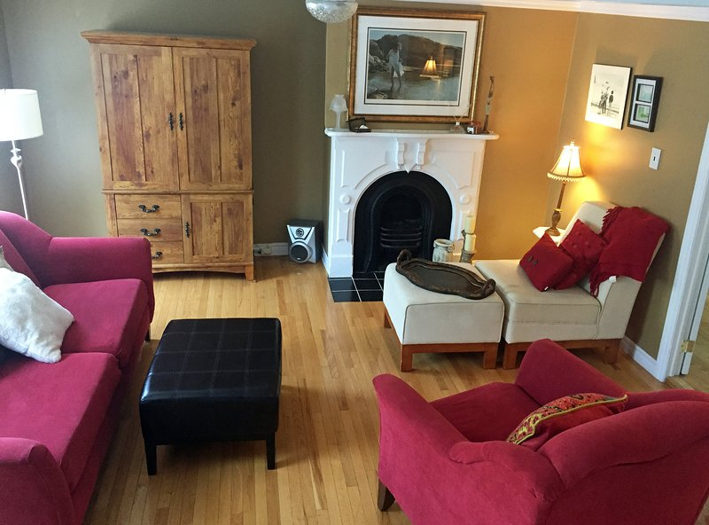 Beautiful St. John's Row House. Perfect Downtown Location!, holiday rental in Pouch Cove