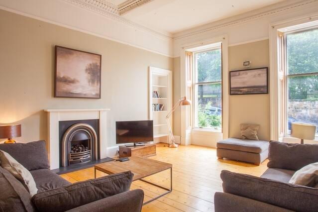 Bright and cosy 1 bed apartment in Pollokshields, location de vacances à Glasgow