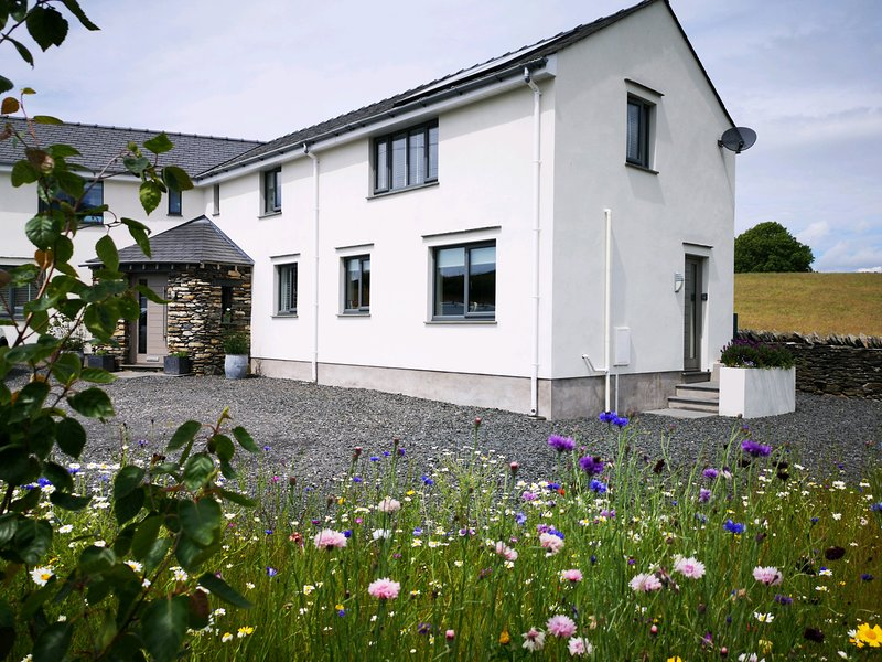 YEW FOLD, countryside, open-plan, in Kirkby in Furness, holiday rental in Kirkby in Furness