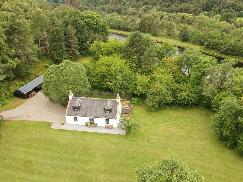 BOAT O FIDDICH, WiFi, En-suites, Open-plan living, Craigellachie, vacation rental in Dufftown