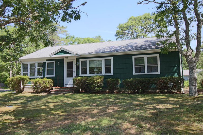 Spacious Air-Conditioned 3-Bedroom Close to Beach, holiday rental in South Yarmouth