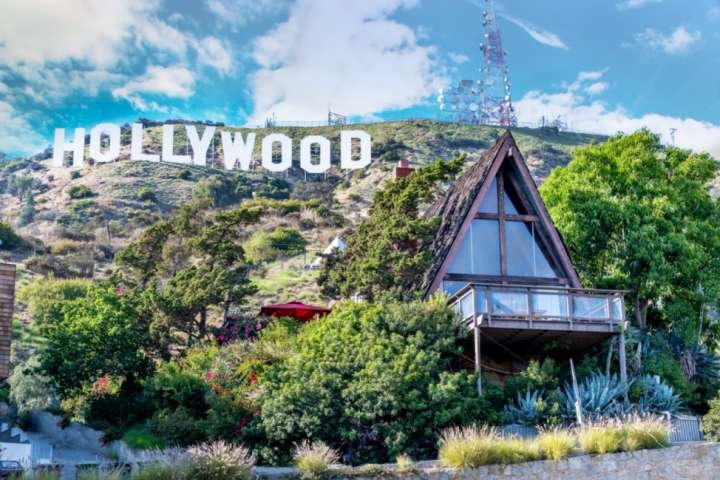 Bucket List Stay! Sleep Under the Hollywood Sign! Large Family, Pets too! 4 Pati, vacation rental in Burbank