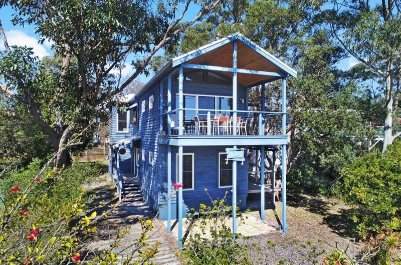 The Boathouse at Winda Woppa Hawks Nest. Beach house with wonderful water views, vacation rental in Hawks Nest