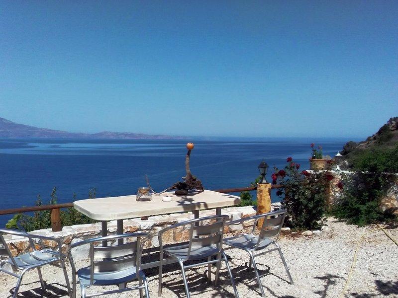 2 annexed apartments -Private place to swim-large terrace- Unlimited view, location de vacances à Ravdoucha