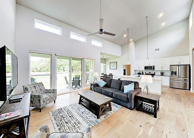 Contemporary Stunner   Chic Lake Retreat with Big Backyard   On-site Pool, holiday rental in Spicewood