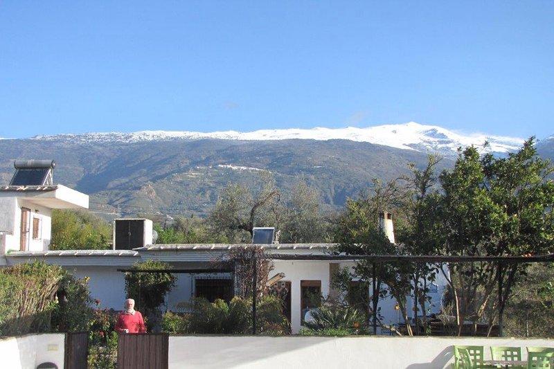 Casa en noviembre de 1818 con nieve en la cordillera de Sierra Nevada.