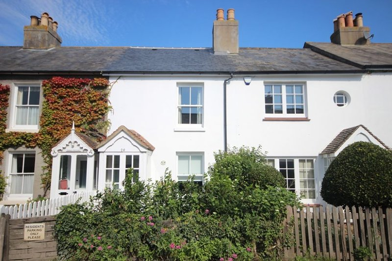 Mary's Cottage - An idyllic beachside cottage in Kingsdown sleeping 6, alquiler vacacional en St Margaret's Bay