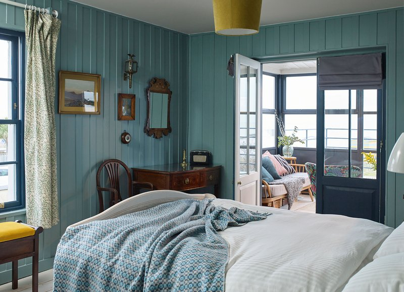 The Victory - Stunning Nordic themed seafront retreat sleeping 10 on the beach, alquiler vacacional en St Margaret's Bay