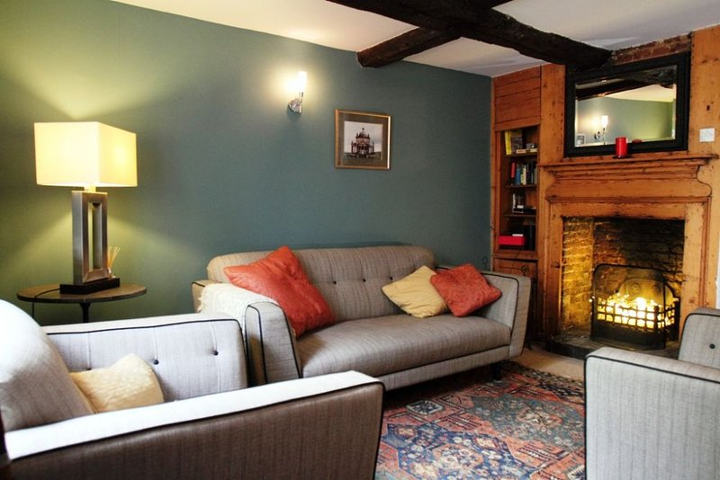 Smuggler's Cottage - A charming two bedroom cottage in the Conservation area in, location de vacances à Deal