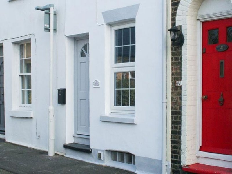Rose Cottage, Deal - Delightfully quaint holiday cottage close the the shops and, location de vacances à Deal