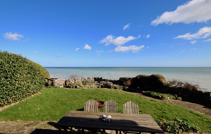 Victory at Cliffe - A luxury coastal holiday home with panoramic views of the se, holiday rental in St Margaret's Bay
