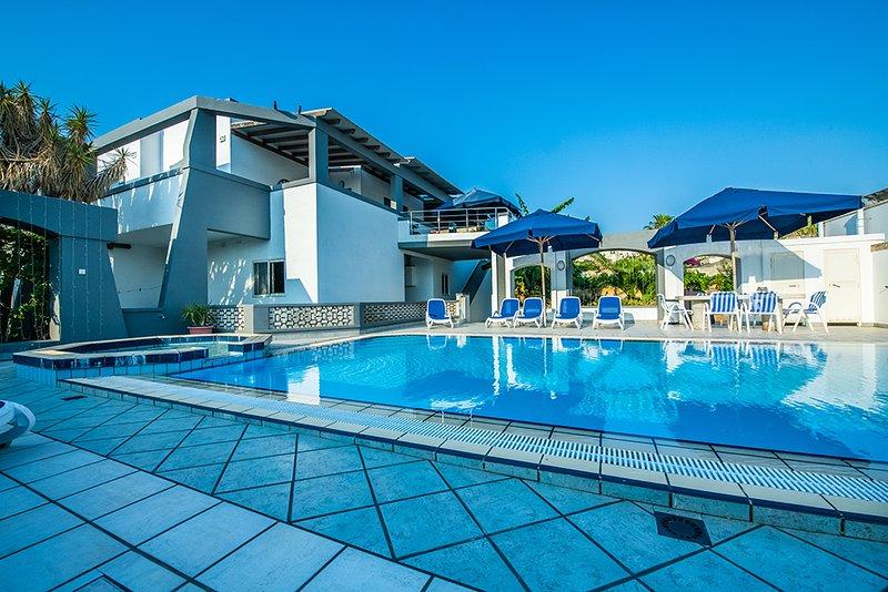 La Mediterranea Villa Apartments : Poolside Flat, vacation rental in Mellieha