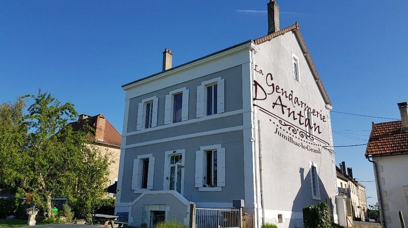 Beautiful apt in Jumilhac-le-Grand, holiday rental in Saint-Yrieix-la-Perche