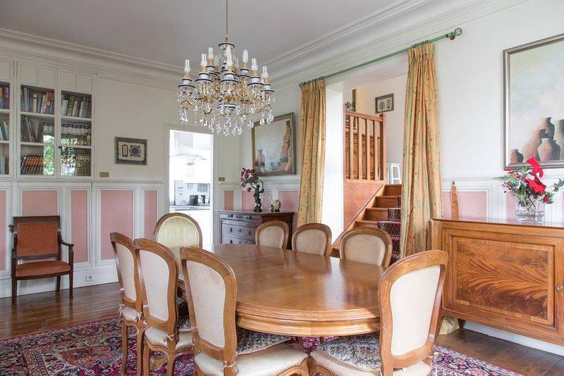 Superbe maison de Maître en meulière,  à Neuilly Plaisance, vacation rental in Nogent-sur-Marne