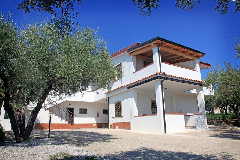 Case vacanze Sangeni, Appartamento n.1  - piano terra con veranda, vakantiewoning in Capo Vaticano