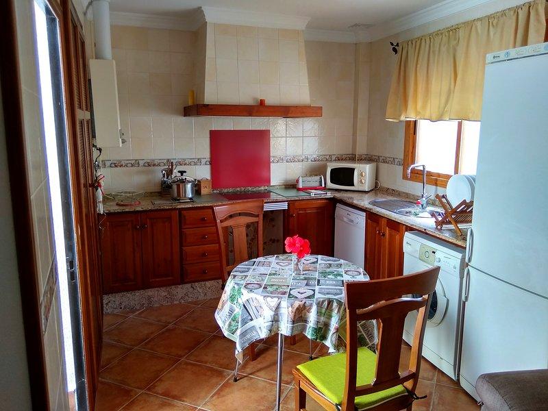 Apartamento para cuatro personas a tres minutos de la playa., holiday rental in El Palmar de Vejer