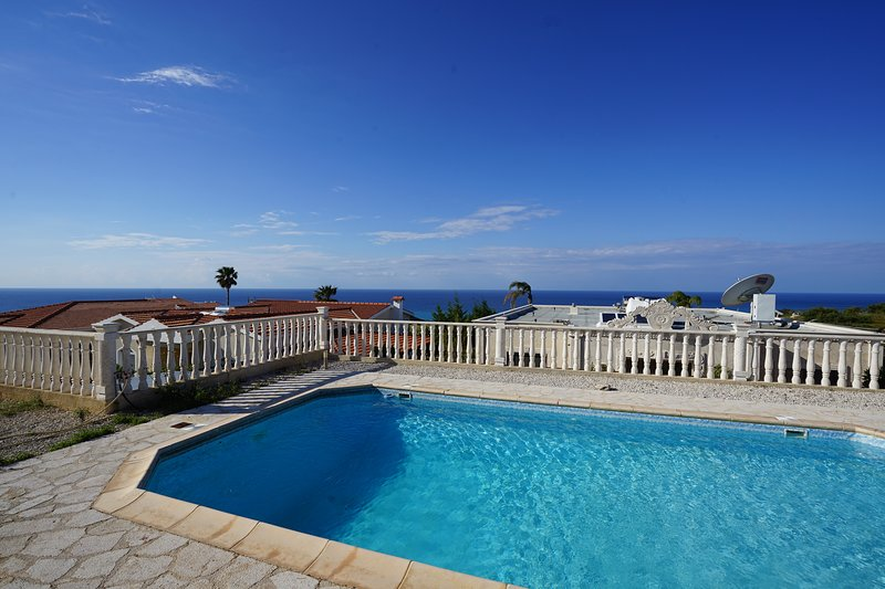 Comfortable seaview villa with private pool for a great price!, holiday rental in Avdimou