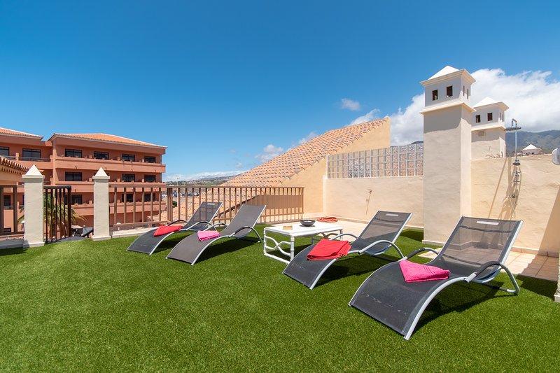 Central 3 Bedroom Apartment. Communal heated pool. Costa Adeje., vakantiewoning in Costa Adeje