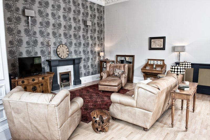 Walker Street: Splendid Georgian main-door apartment in Edinburgh's West End, holiday rental in Edinburgh