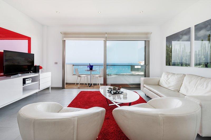Penthouse in La Caleta, on the first beach line, holiday rental in La Caleta