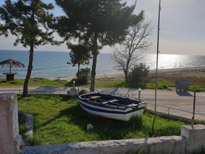 Santa Nera Beach Apartment, holiday rental in Paralia Ofriniou