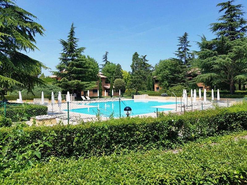 Apartment with shared pool, location de vacances à San Benedetto di Lugana