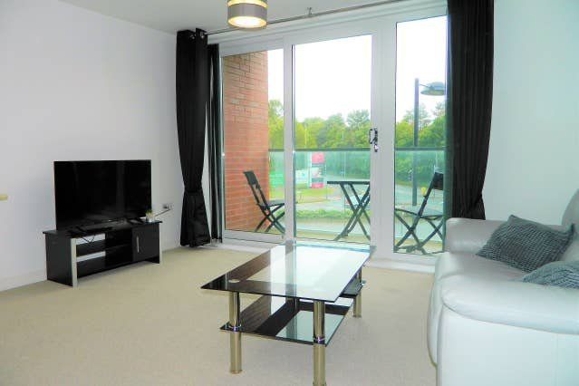 Apartment next to Nationwide Head Office, holiday rental in Aldbourne