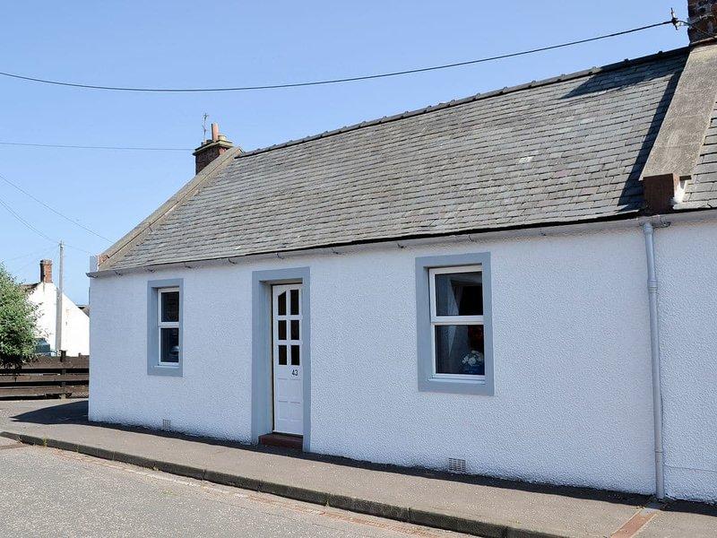 Creel Cottage, holiday rental in Letham Grange