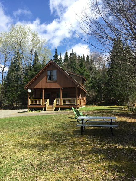 Comfortable Canada Cabin, holiday rental in Pittsburg