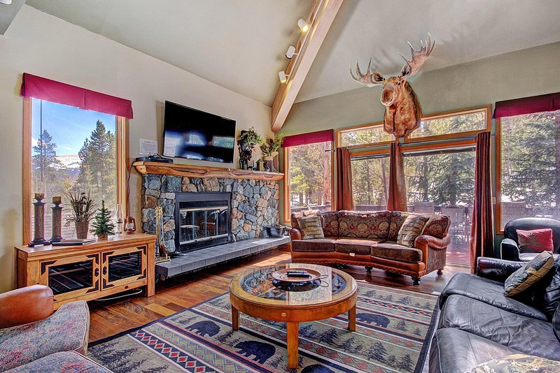 FREE SkyCard Activities - Huge Home, Private Hot Tub, Perfect For Large, vacation rental in Breckenridge