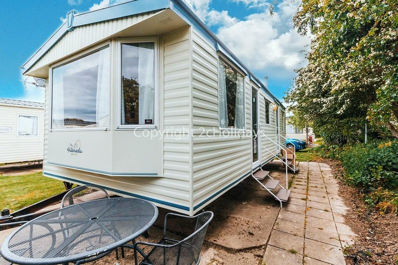 6 berth caravan for hire at Broadland Sands in Suffolk ref 20043BS, holiday rental in Corton
